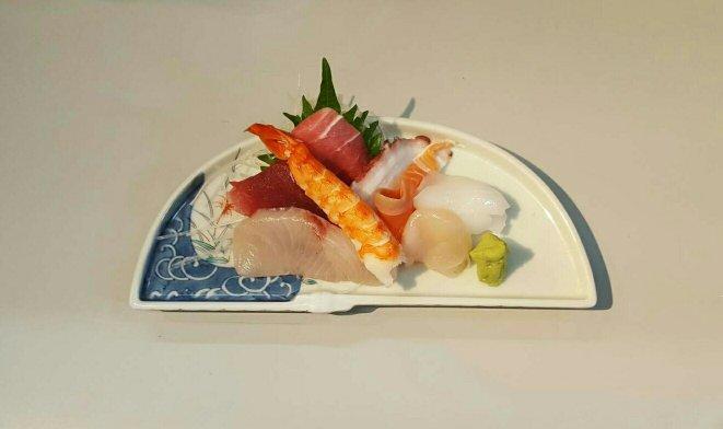 Tokyo Tsukiji Fish Market: Sashimi or any seafood here is super fresh
